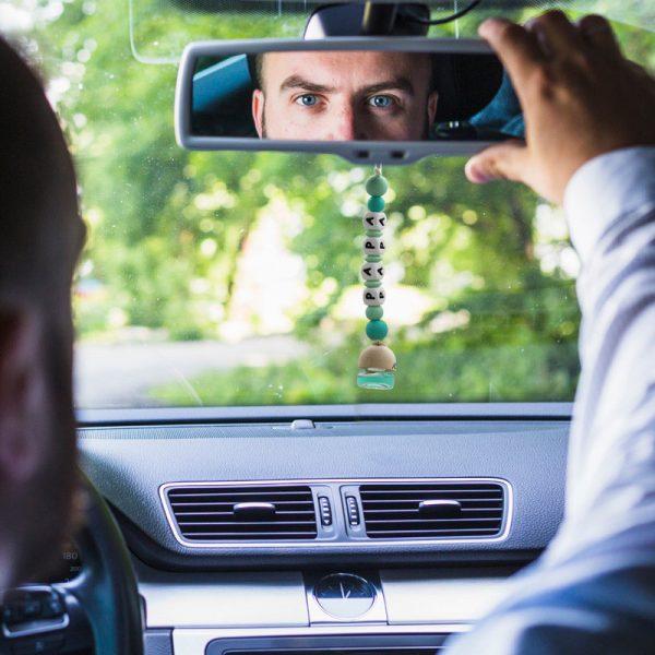 """Ambientador para el coche """"Bambú Papá"""" en el coche"""