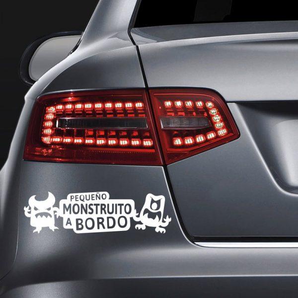 Pegatina Bebé a Bordo - Pequeño Monstruito - en coche con vinilo blanco