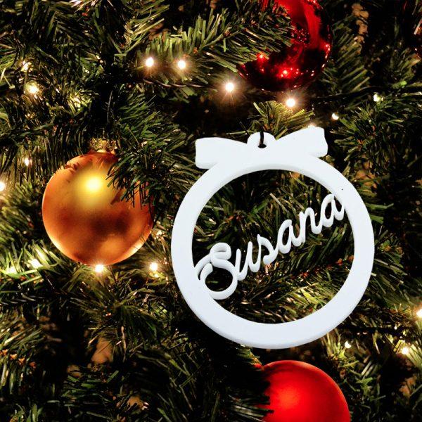 Bola blanca de navidad con nombre troquelado