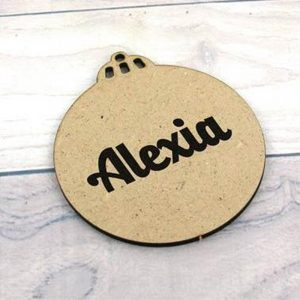 Bola de navidad de madera dm con nombre  7.5x8cm