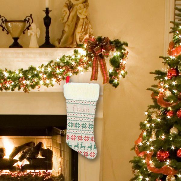 Calcetín personalizado navidad Mosaico Navideño colgado en la chimenea