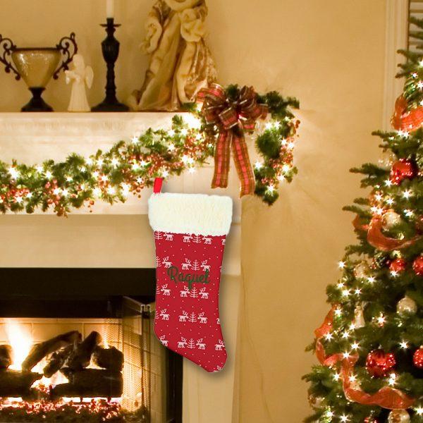 Calcetín de Navidad Renos - personalizado con nombre colgado en chimenea