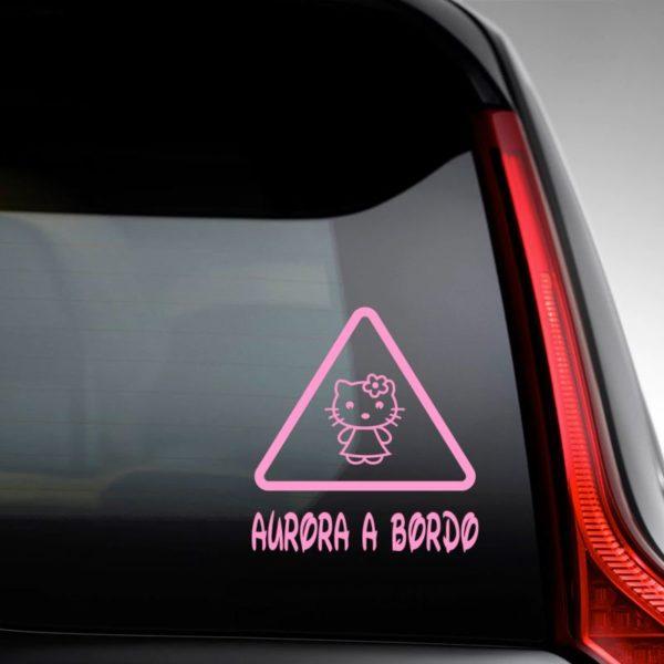 """Pegatina personalizada """"Bebé a bordo - Super Gata"""" en la luna del coche"""